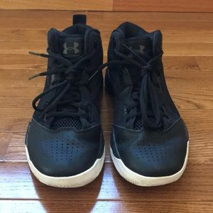 Black under armor basketball shoes